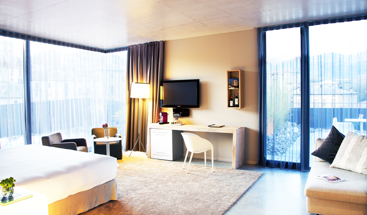 The spacious guestrooms