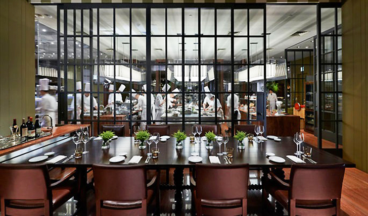 Dine in view of the chefs