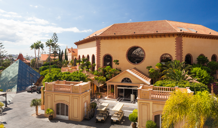 An outside view of the Bahia Del Duque Hotel