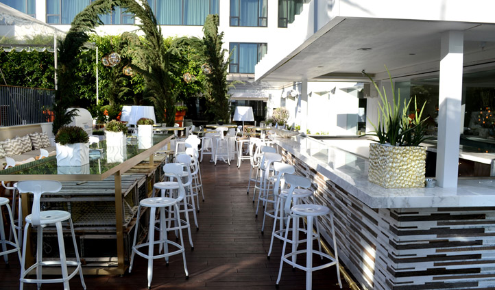 The outdoor bar at the Mondrian