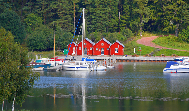 See charming docks such as Kastelholm