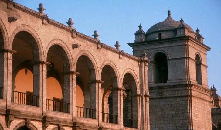 Amble Arequipa's main square