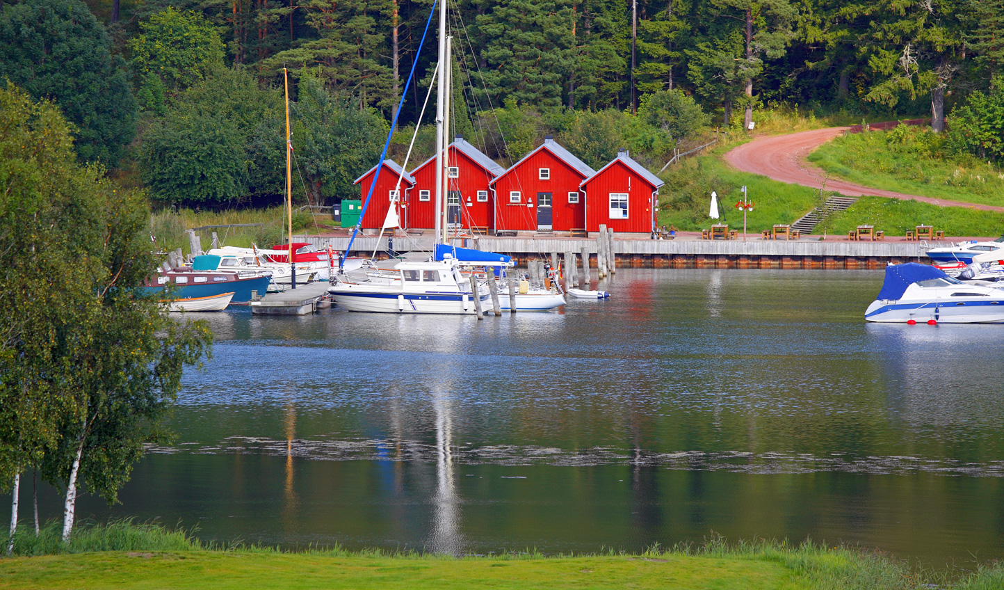 See the charming docks of the Åland Islands
