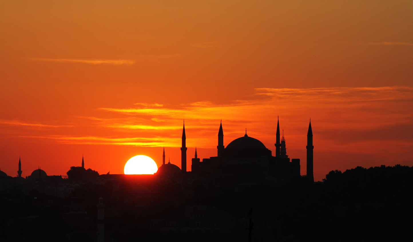 The stunning sunset over Istanbul