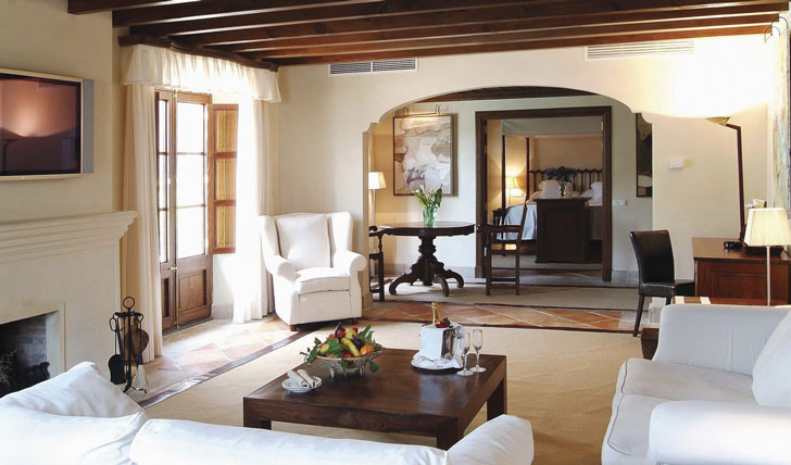 Your spacious suite at La Residencia