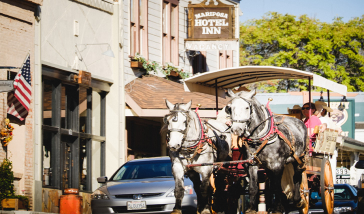 Horse and cart on Mariposa high street | Trips to California