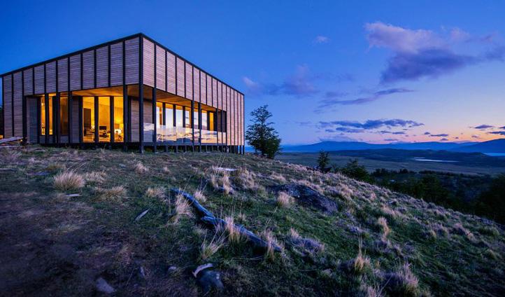 Awasi lodge by night