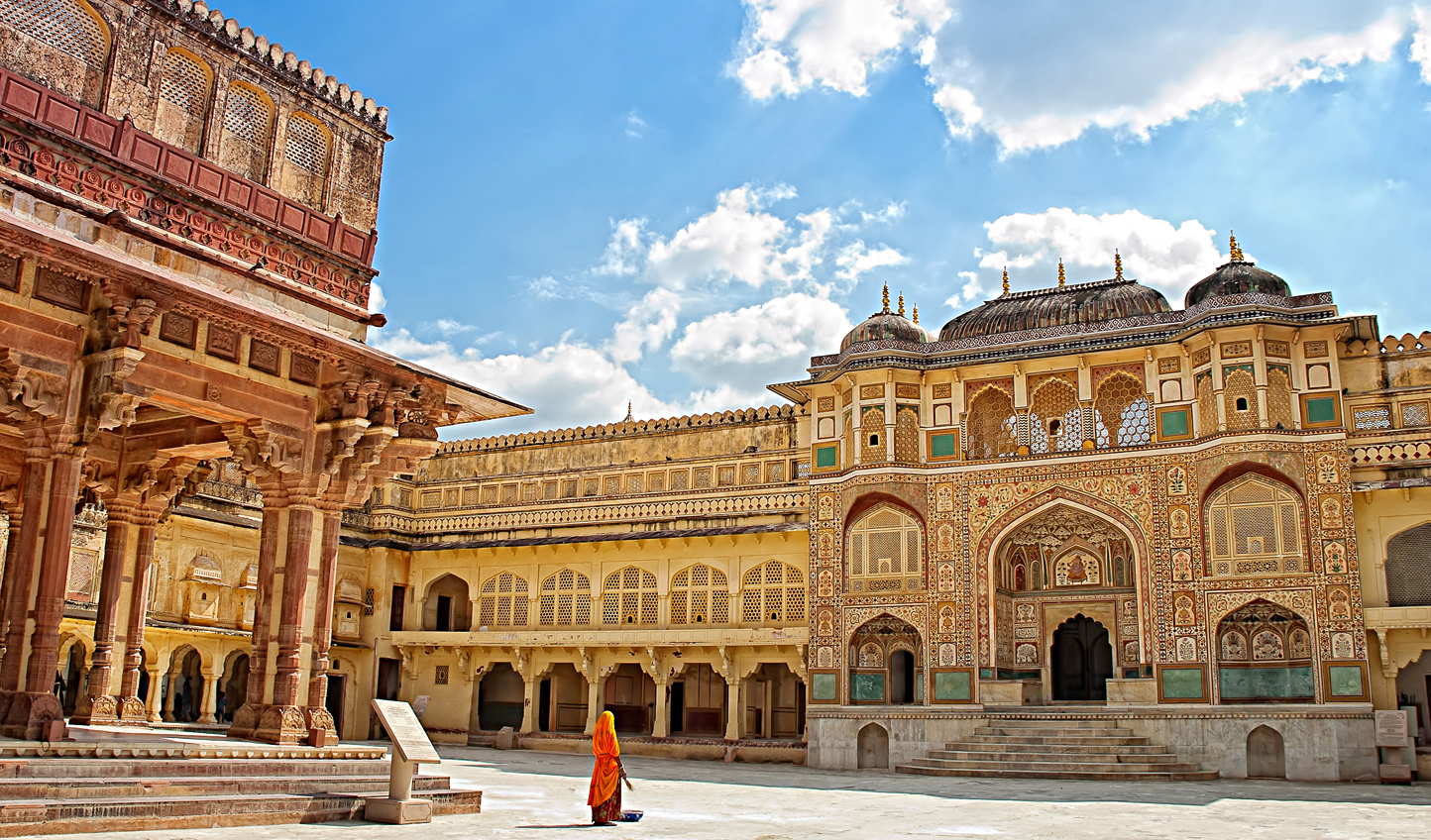 Admire the stunning architecture of Jaipur's City Palace
