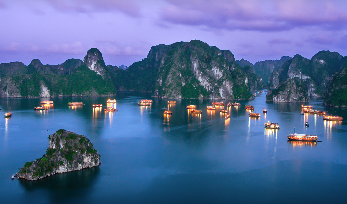 Tranquil evenings in the beauty of Halong Bay