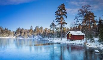 Frozen lake in Sweden | Black Tomato