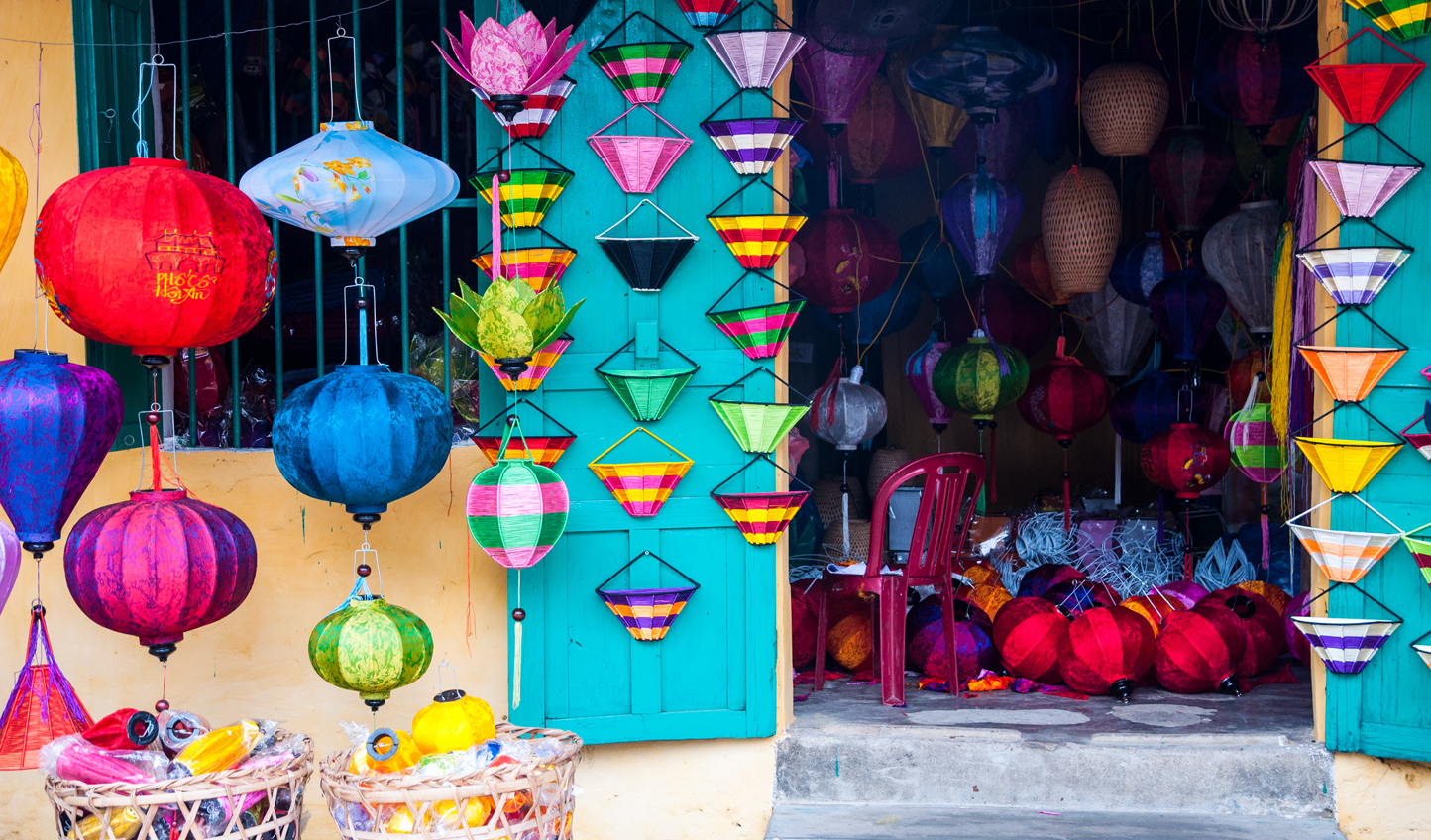 Vietnamese-silk-lanterns-in