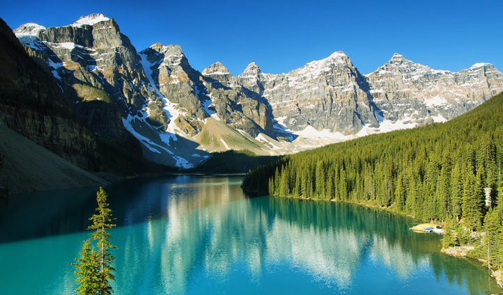 The beauty of Lake Moraine, Canada