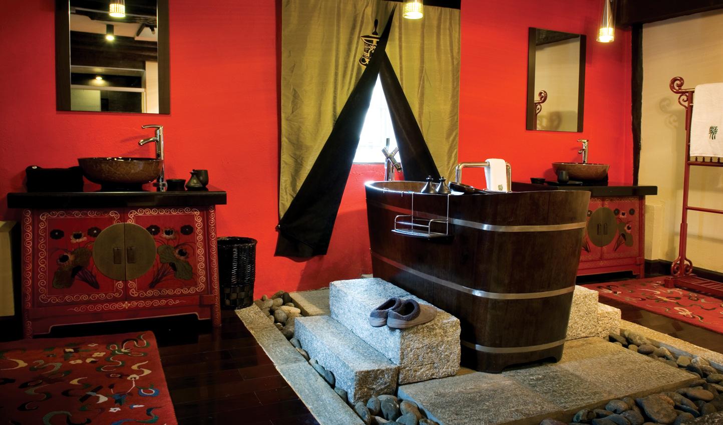 Soak your stresses away in a deep Tibetan bathtub