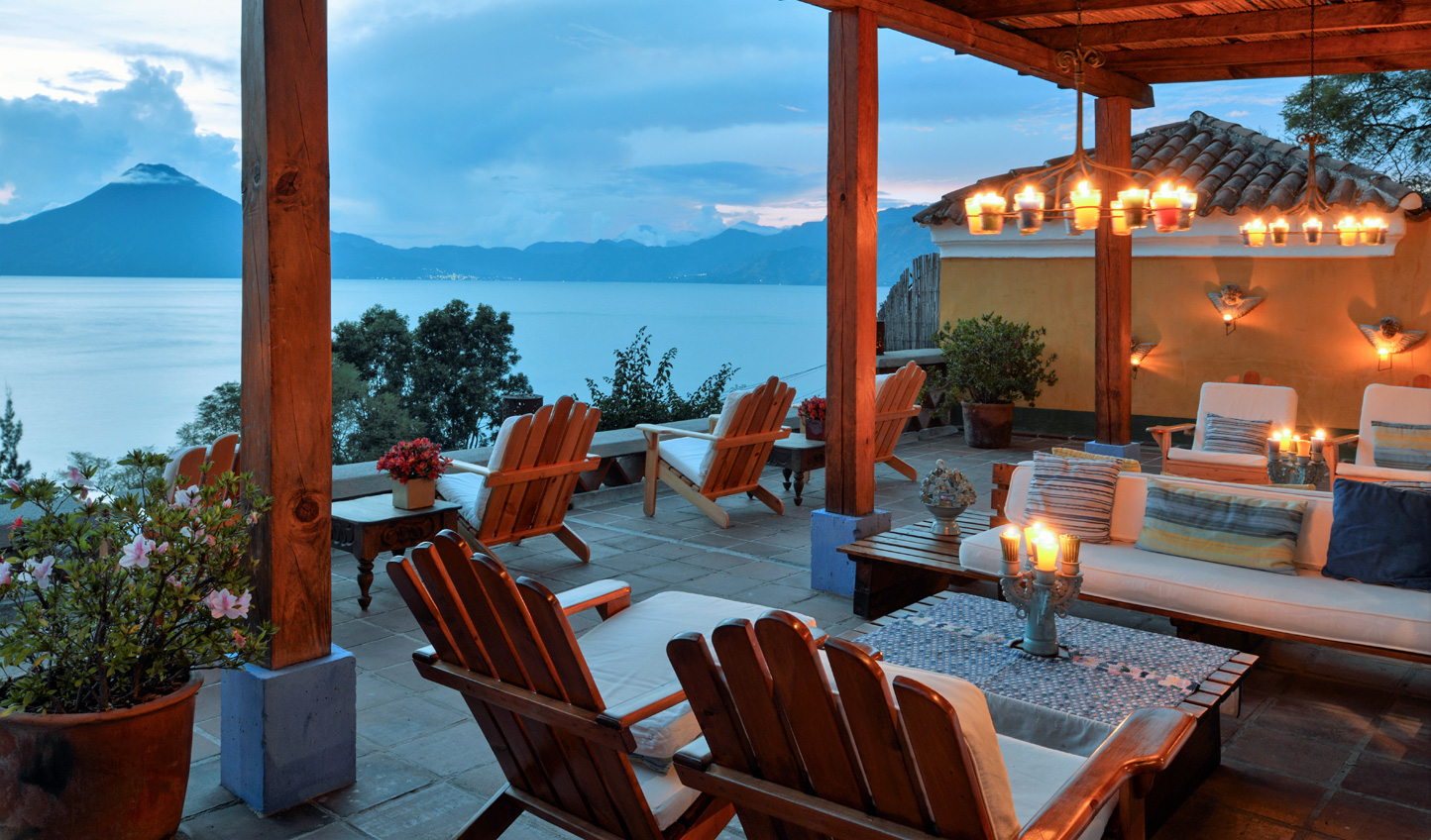 Savour a sundowner over gorgeous lakeviews
