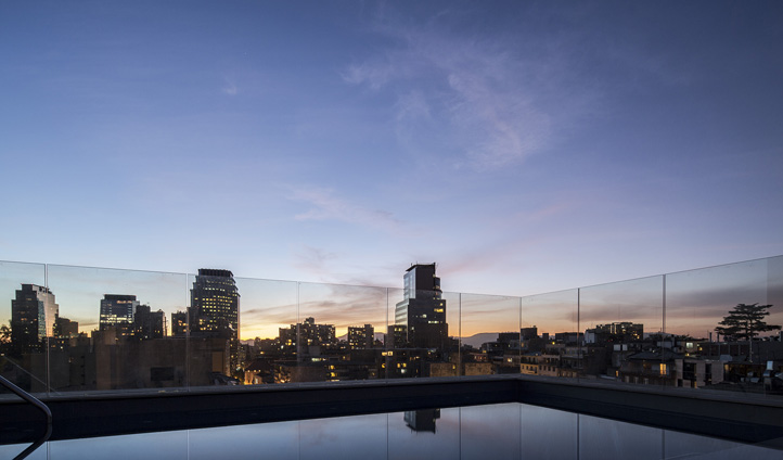 The rooftop pool at The Singular Hotel, Chile