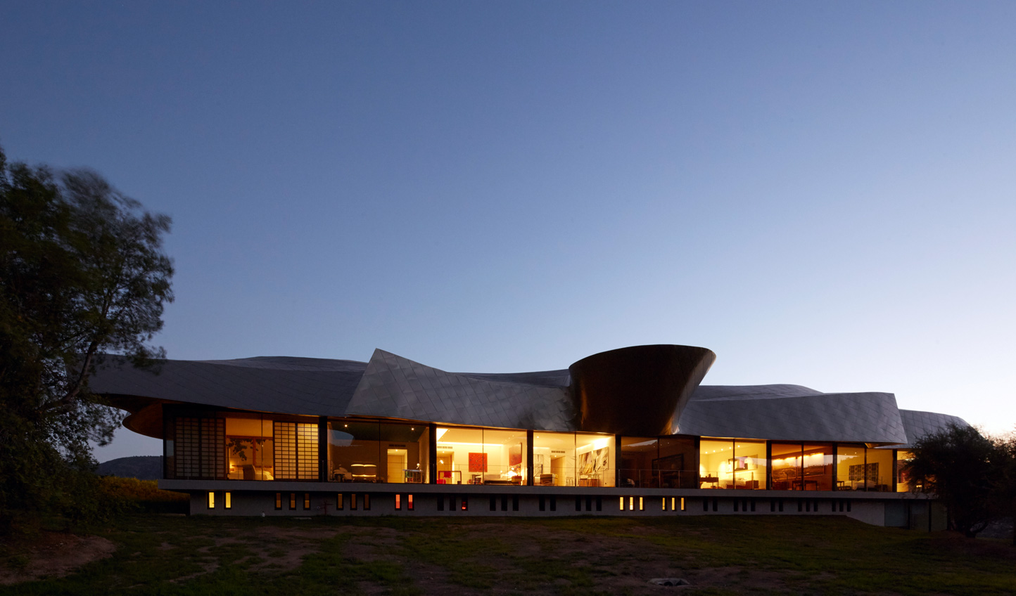 Statement architecture against the natural backdrop of the Colchagua Valley
