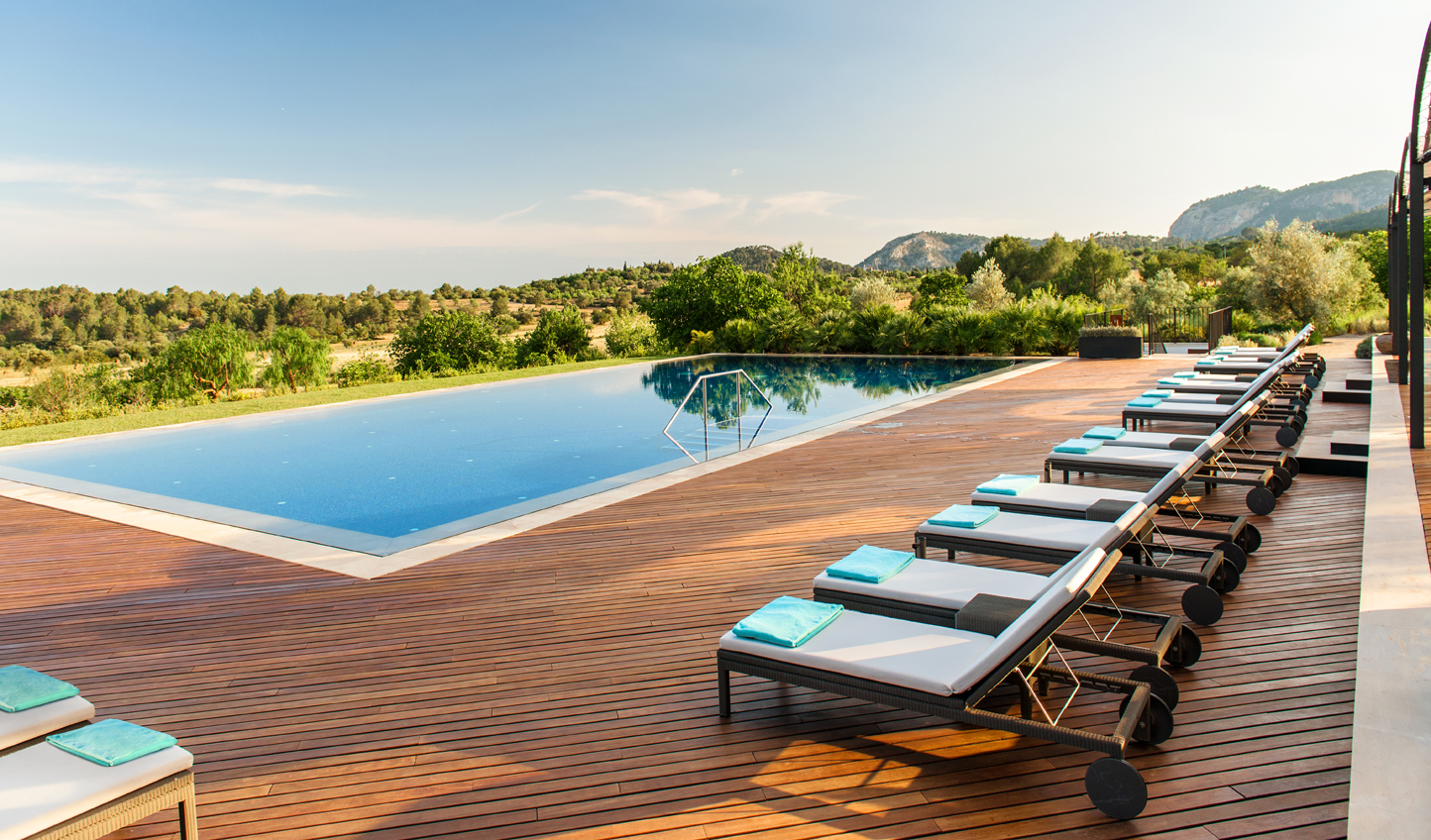 Panoramic views from the infinity pool