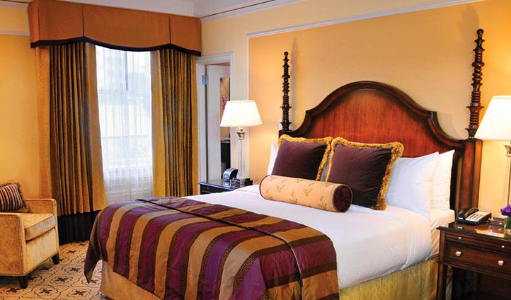Traditional decor in the guest rooms