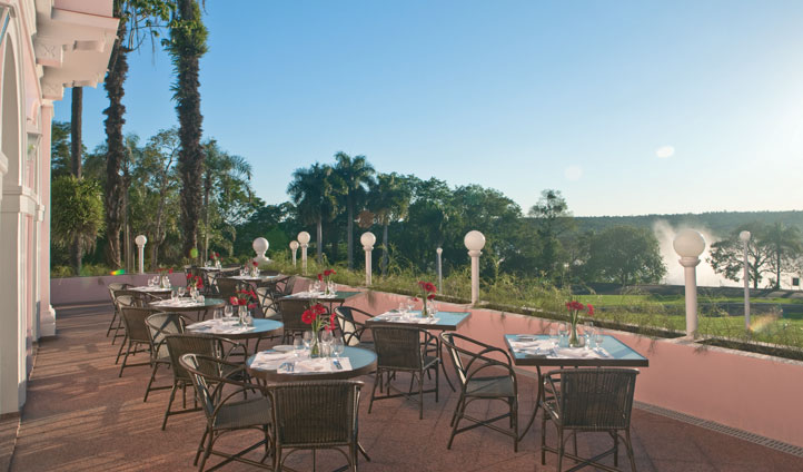 Enjoy al fresco dining at Hotel das Cataratas