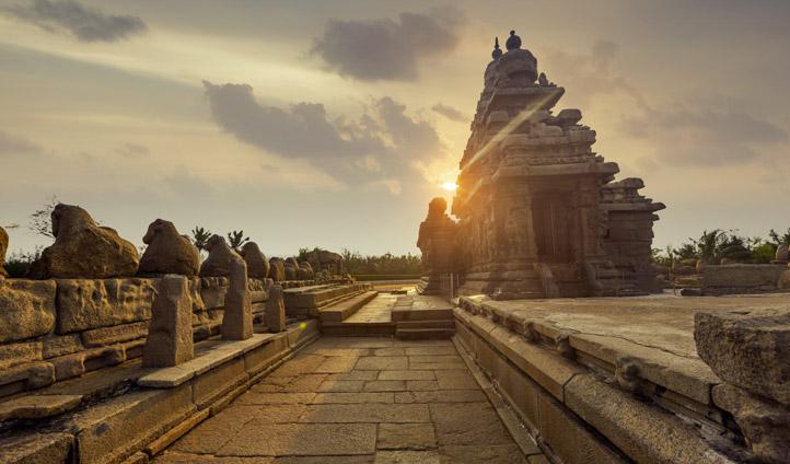 Explore the iconic Kapaleeshwar Temple