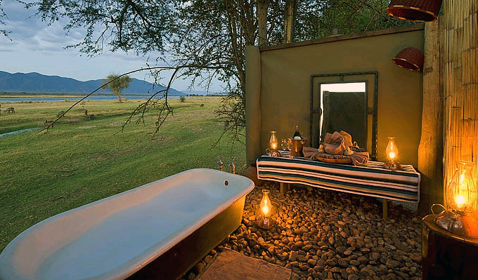 A suite's outdoor bath