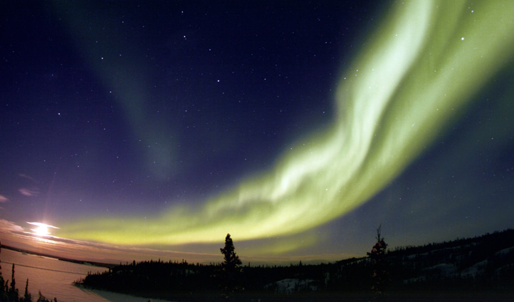A spectacular aurora over the NWT, Canada