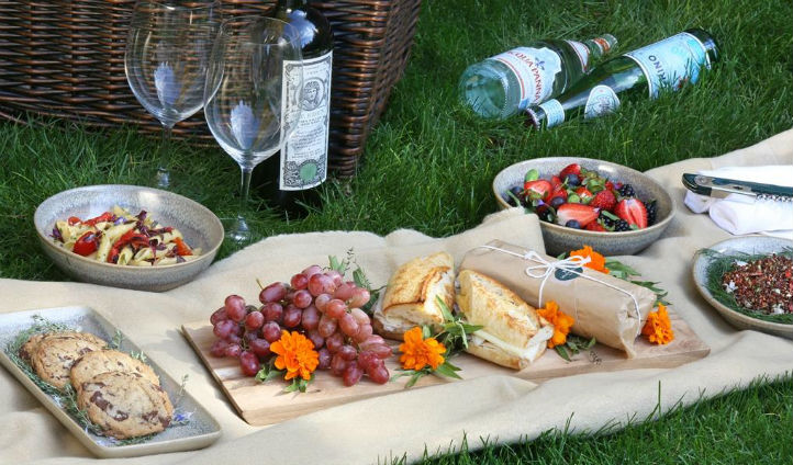 Enjoy a custom picnic in the surroundings of Napa Valley