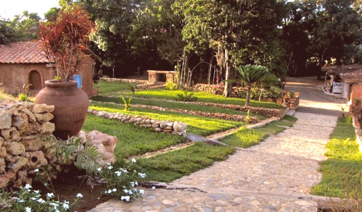 Take a stroll in Finca Kenia's garden