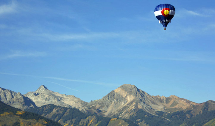 Mountains and hot air balloons in Aspen Snowmass