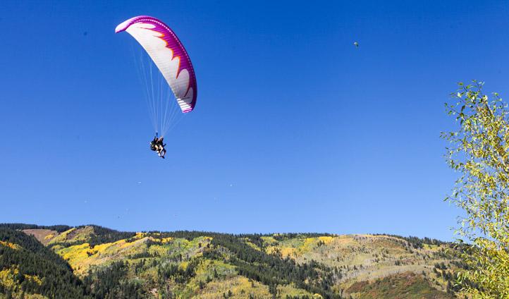 Paraglider in Aspen Snowmass