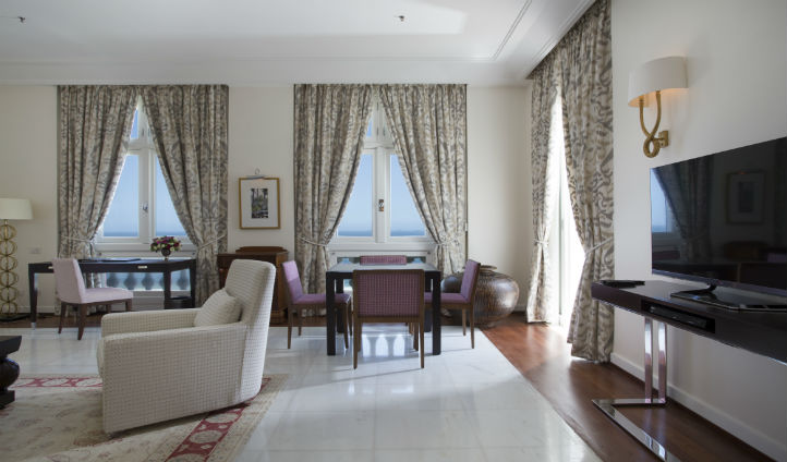 Relax in your elegant and glamorous lounge in the Penthouse suite