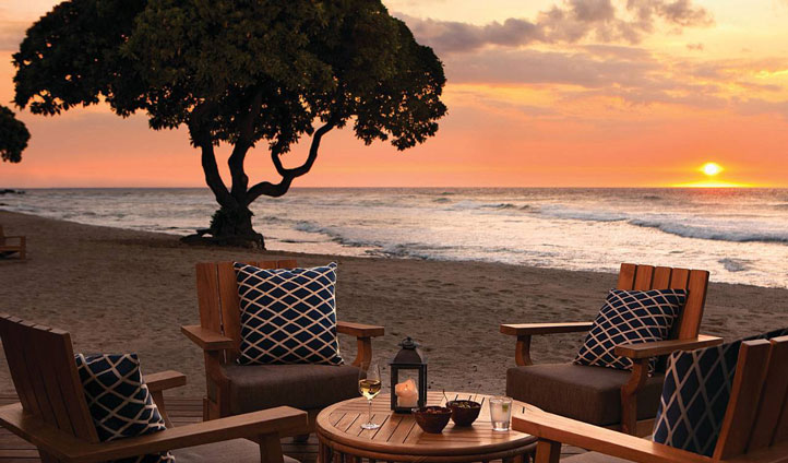 Enjoy some al fresco dinning with a stunning view