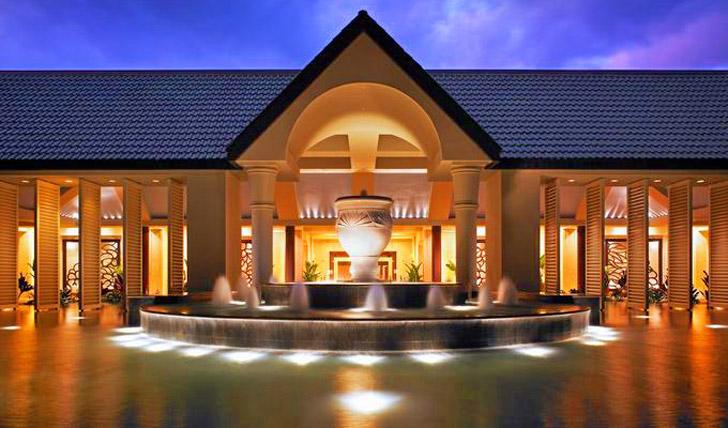 entrance luxury hotel hawaii