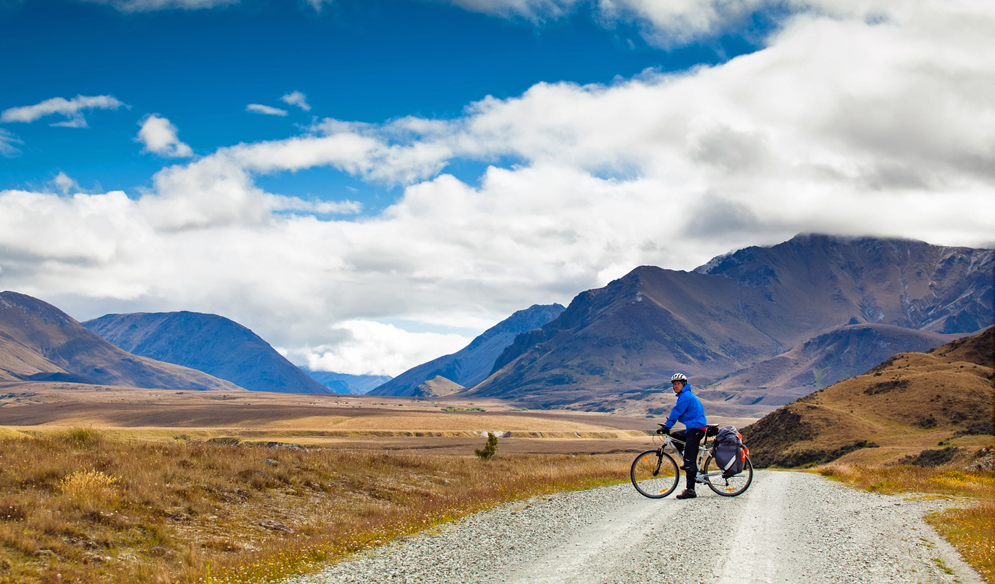 Cyclist-Southern-Alps