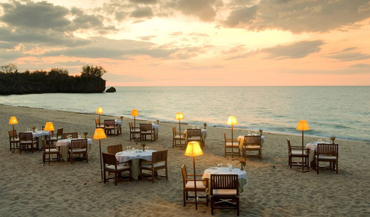 beach side restaurant