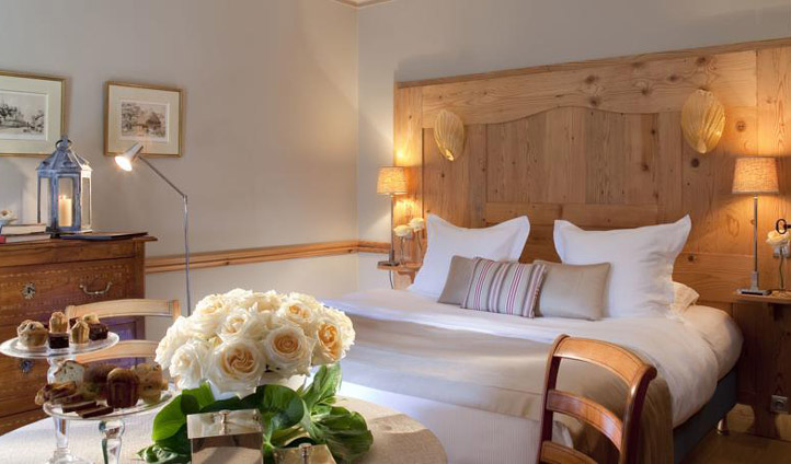 Full with fresh flowers, cosy beds and fresh linens