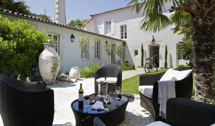 Enjoy breakfast at Villa Clarisse