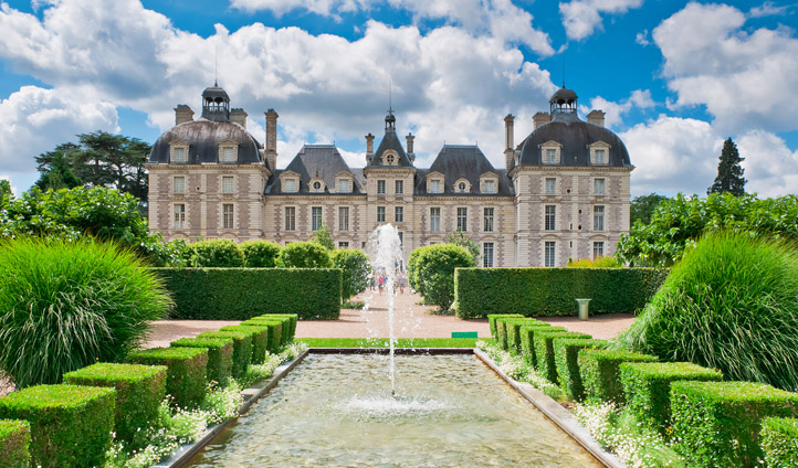 Live the fairytale fantasy as you explore the chateâux of the Loire