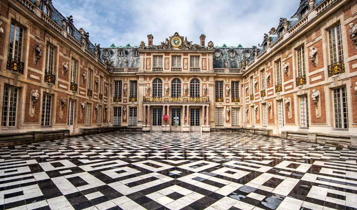 Marvel at the architecture of the Palace of Versailles