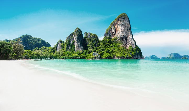 Beautiful beach in Thailand | Black Tomato