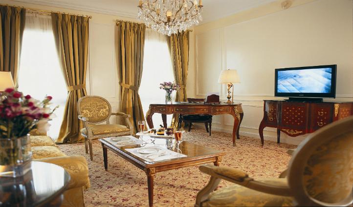 Diplomatica Suite's elegant living room