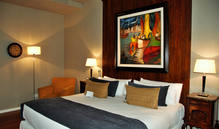 'El Pintor' is vibrant and warm