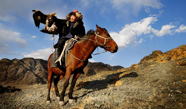 Eagle hunter in Mongolia | Black Tomato