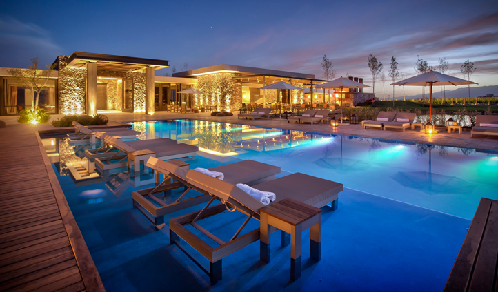 The view of the pool by night is magical
