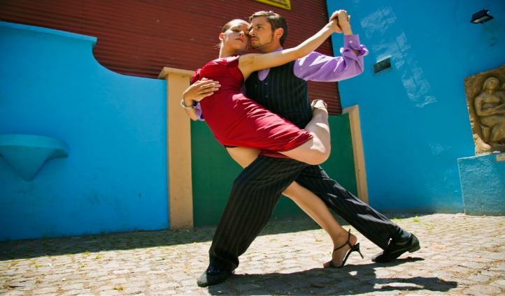 Watch and learn how to tango BA style