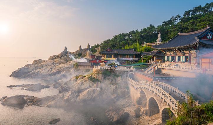 The stunning Haedong Yonggungsa temple