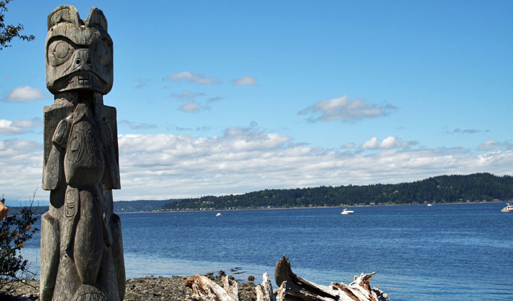 A Totem Pole overlooks the coast of Seattle