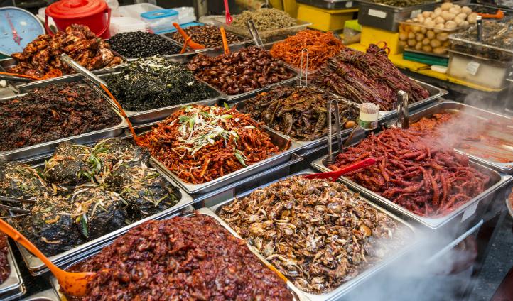 Try local delicacies at Gwanjang Market