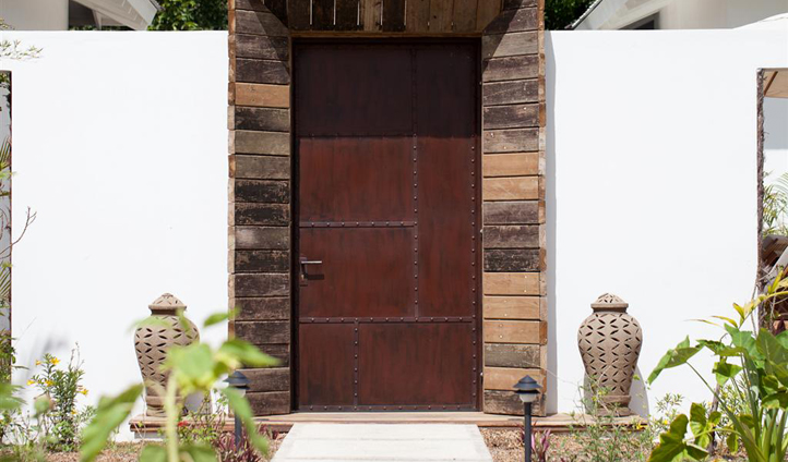 The hidden entrance to your luxury hotel in Belize