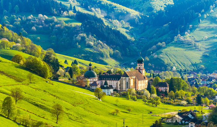 Traverse through the Bavarian countryside